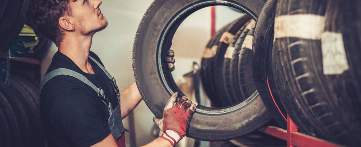 Choosing car tyres based on the tyre codes for the vehicle