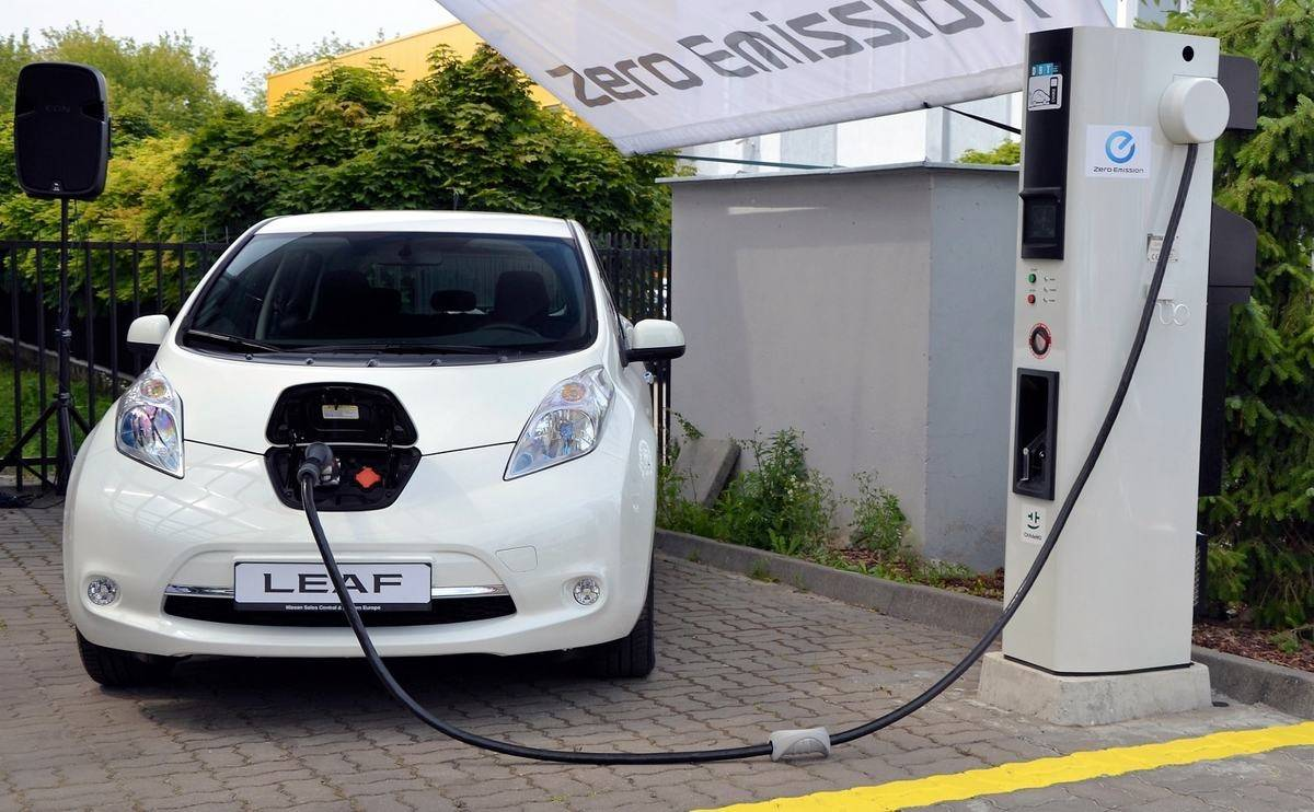 Nissan Leaf battery sparks row over charging times