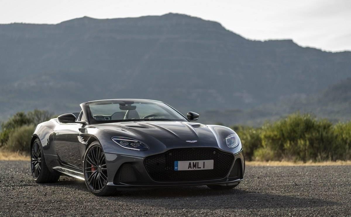 We review the 2019 Aston Martin DBS Superleggera - Looks
