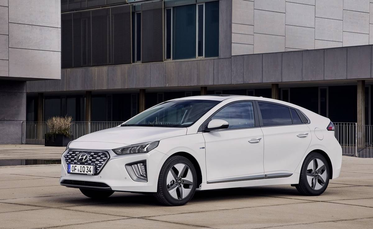 Hyundai Ioniq Review, Specs, and Prices - Car.co.uk