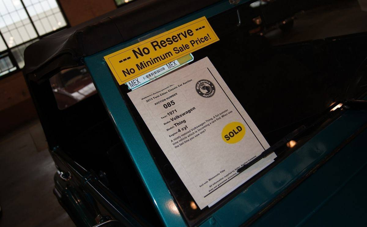 What does 'no reserve' mean at a car auction?