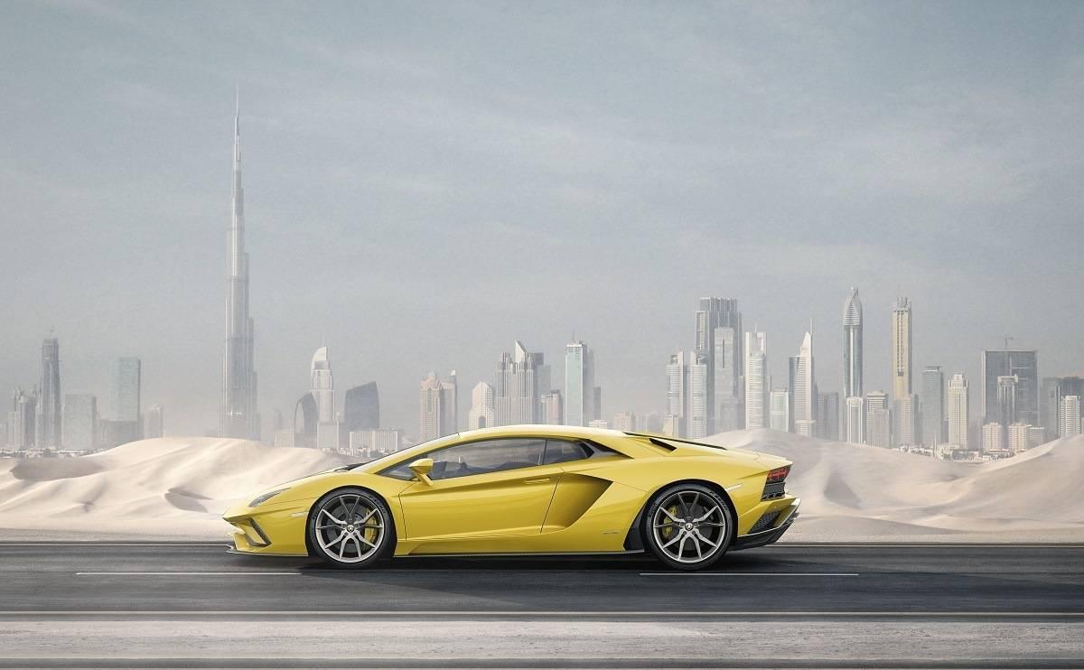 We review the Lamborghini Aventador S Coupe - Looks