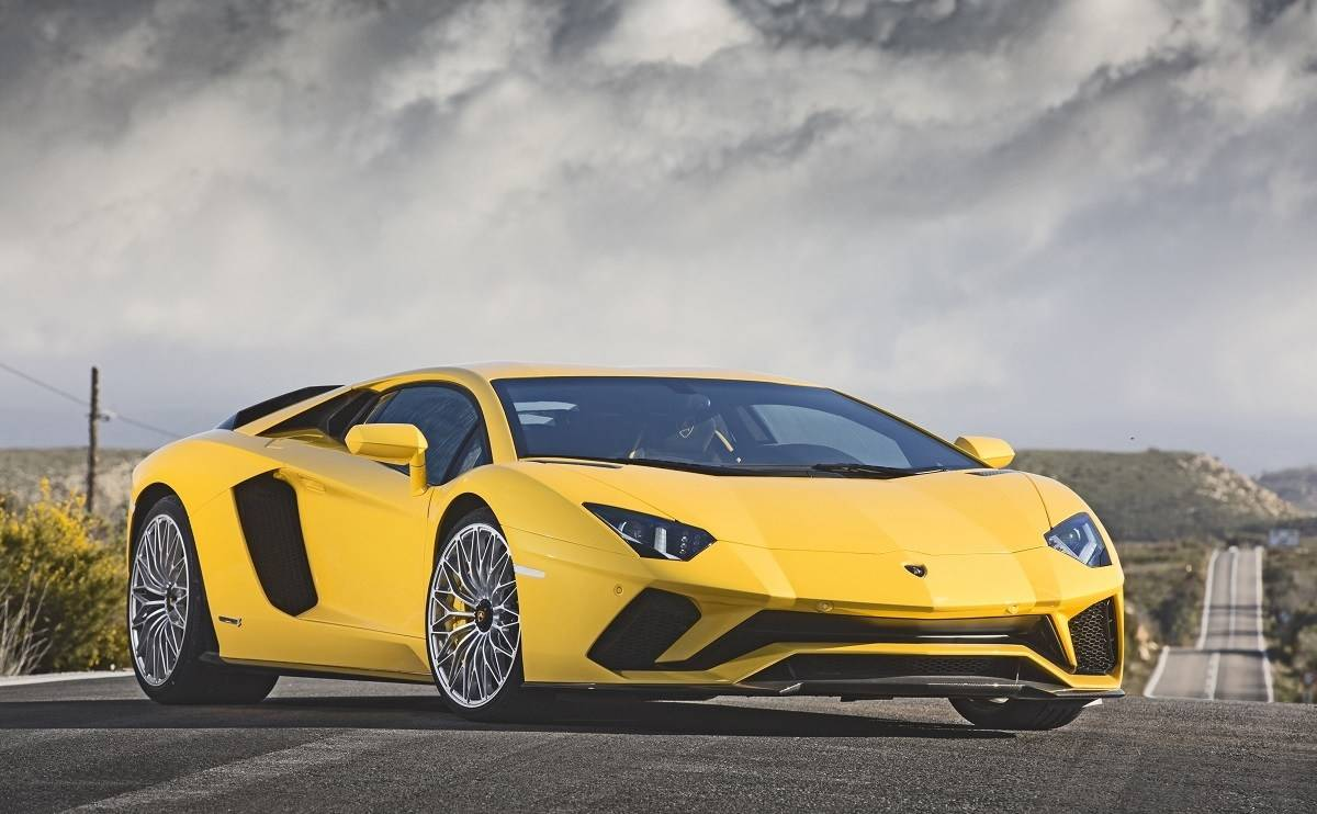 We review the Lamborghini Aventador S Coupe