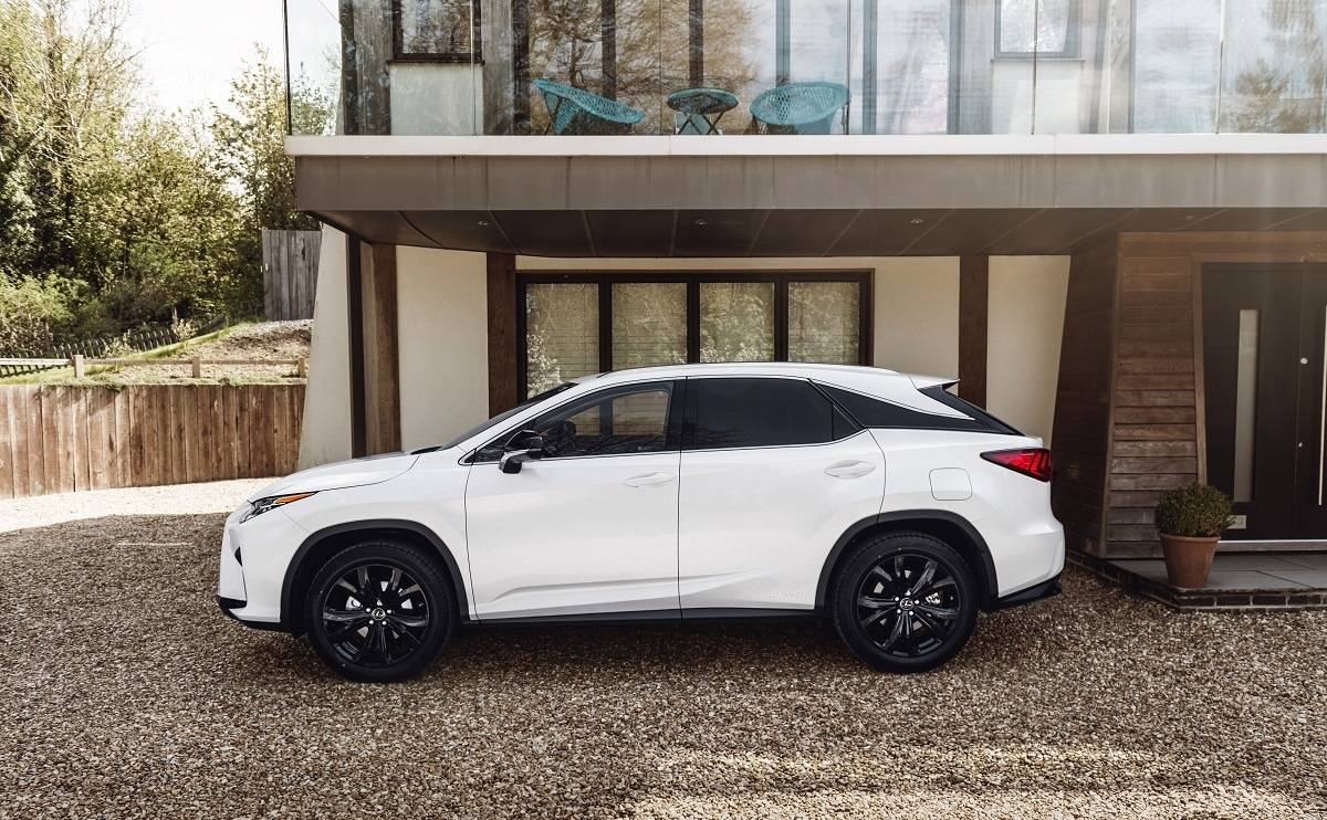 We Review the Lexus RX - Looks
