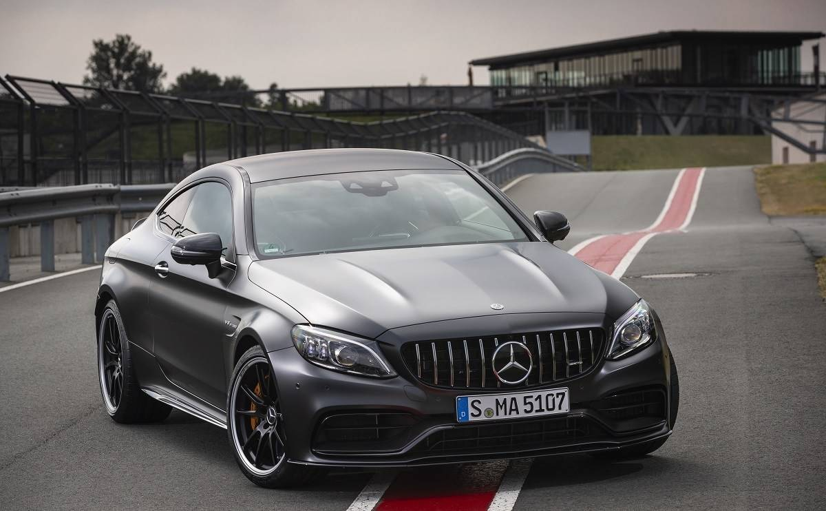 We review the Mercedes-AMG C63 S Coupe - Looks